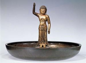 国宝 誕生釈迦仏立像         有名な東大寺の寺宝です