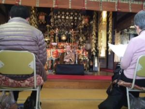 住職からは、法要後の琵琶説教、樒によるお清め、お札の授与をさせて頂きました。