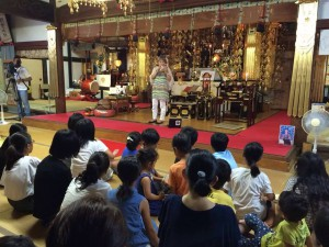 法楽は 寺井純子さんによるオカリナ演奏。琴線に触れる音色に、参詣者はもちろん、物故者も悦んでおられるように感じました