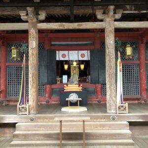 祈祷前の拝殿内 受付の方より撮影を強く勧められ、一枚撮らせていただきました。合掌